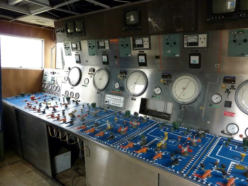 Saturation and Dive Control Room