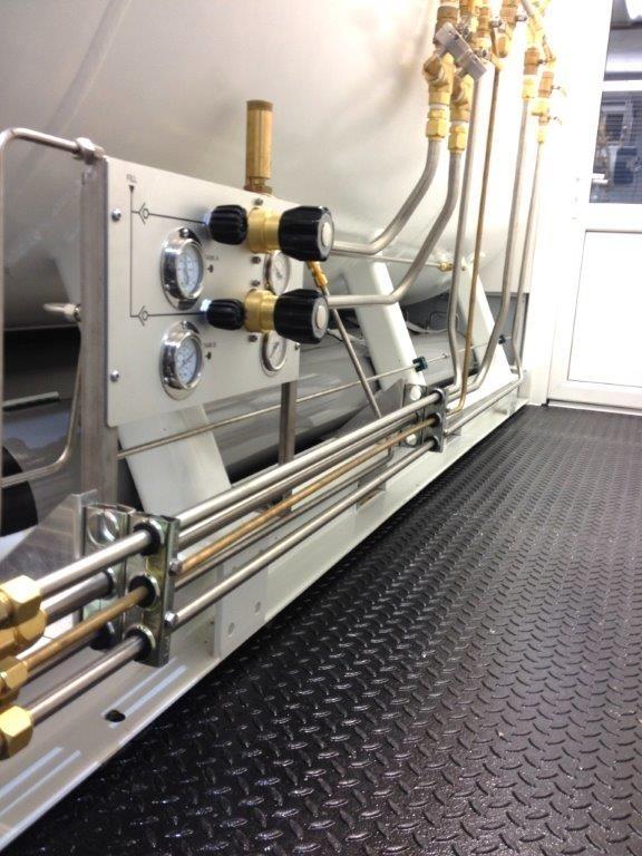 1500mm双锁潜水高低压机械容舱