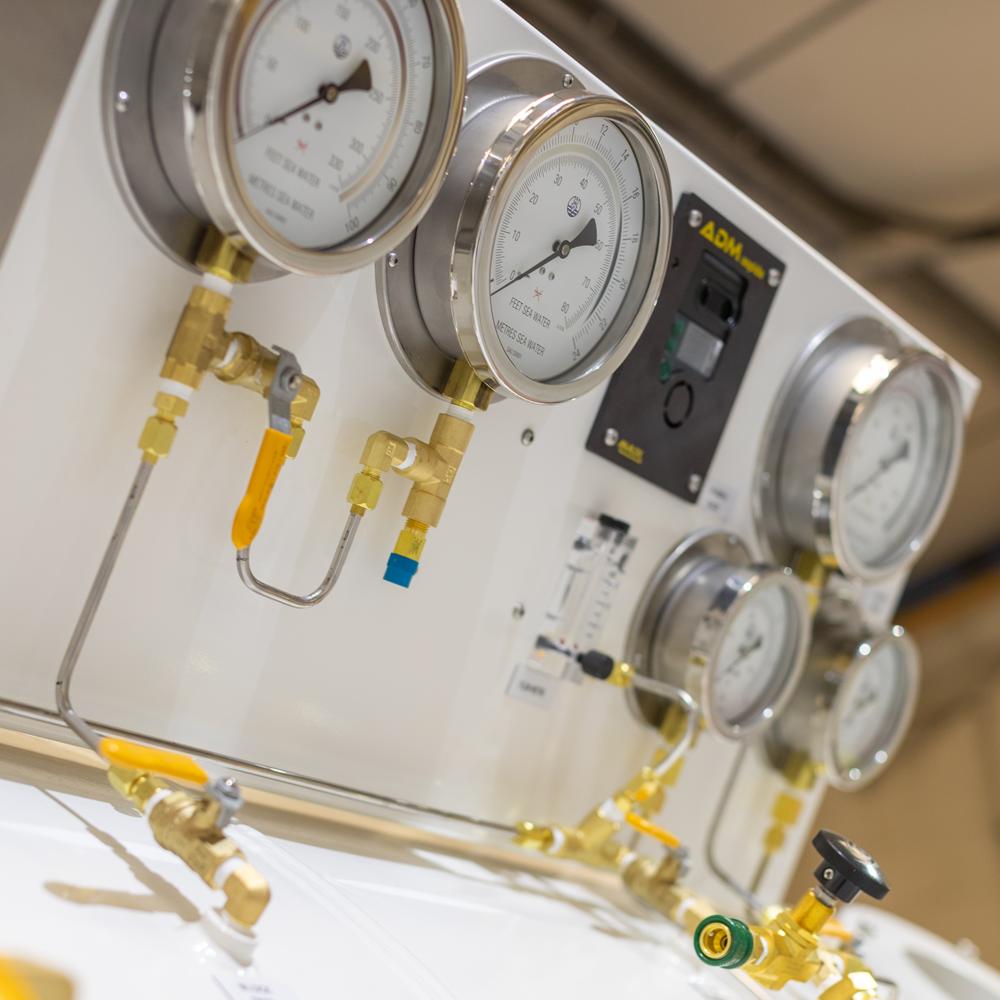 diving decompression chamber controls