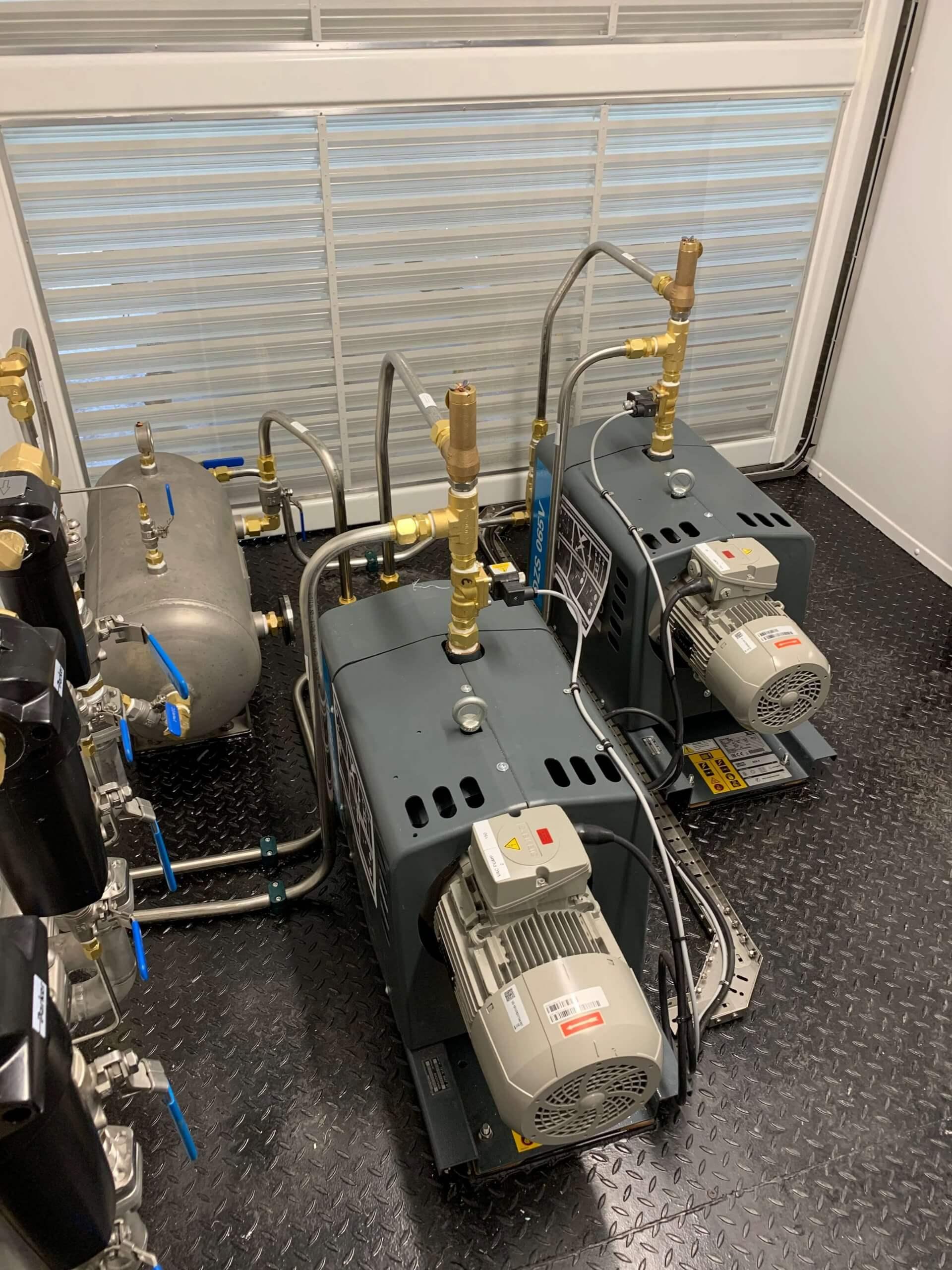 Submarine rescue system compressors