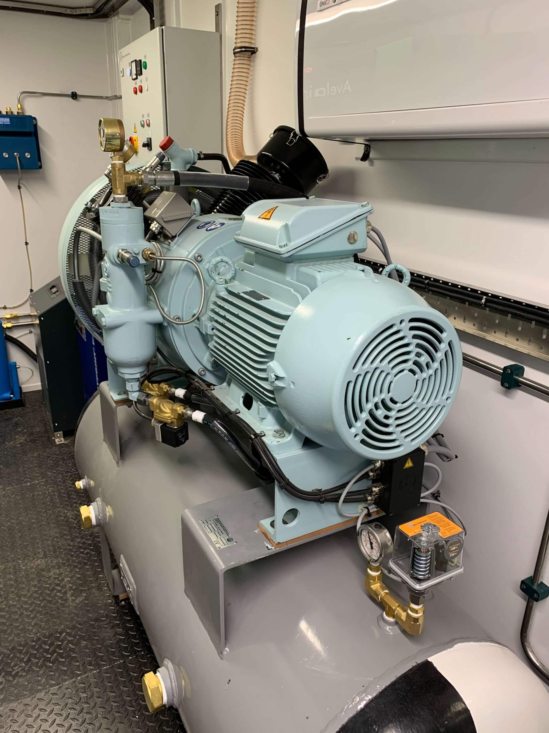Air compressor for Submarine rescue system