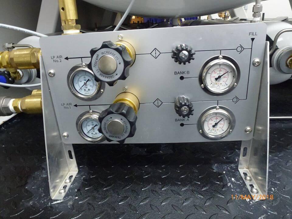 air inlet/outlet pressure gauges