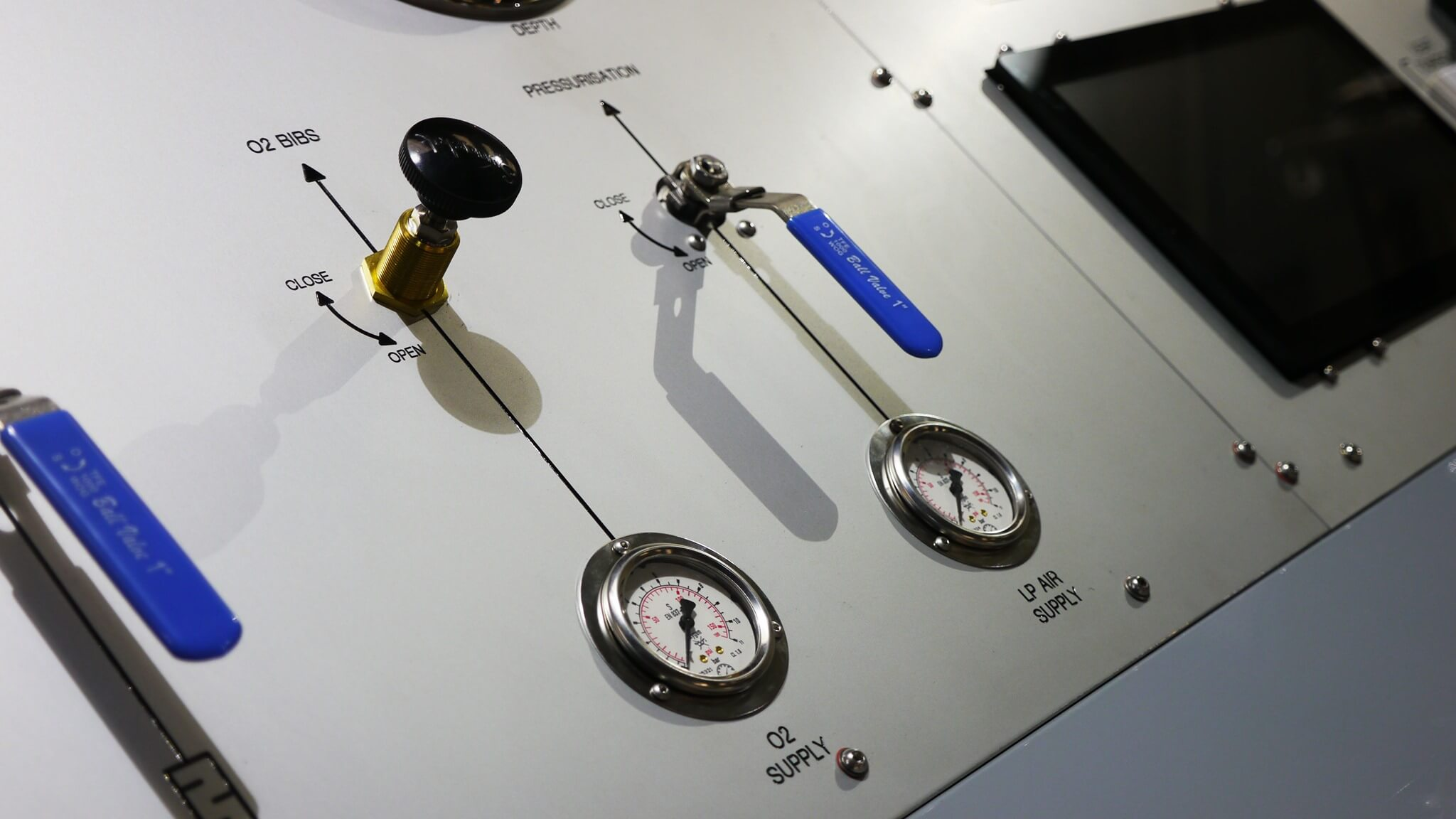 pressurisation gauges on VC6 automatic chamber panel