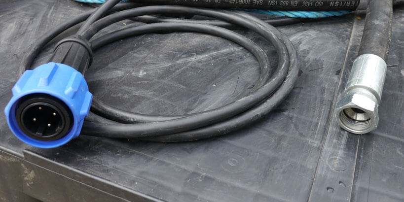 hot water cabling for diver heating