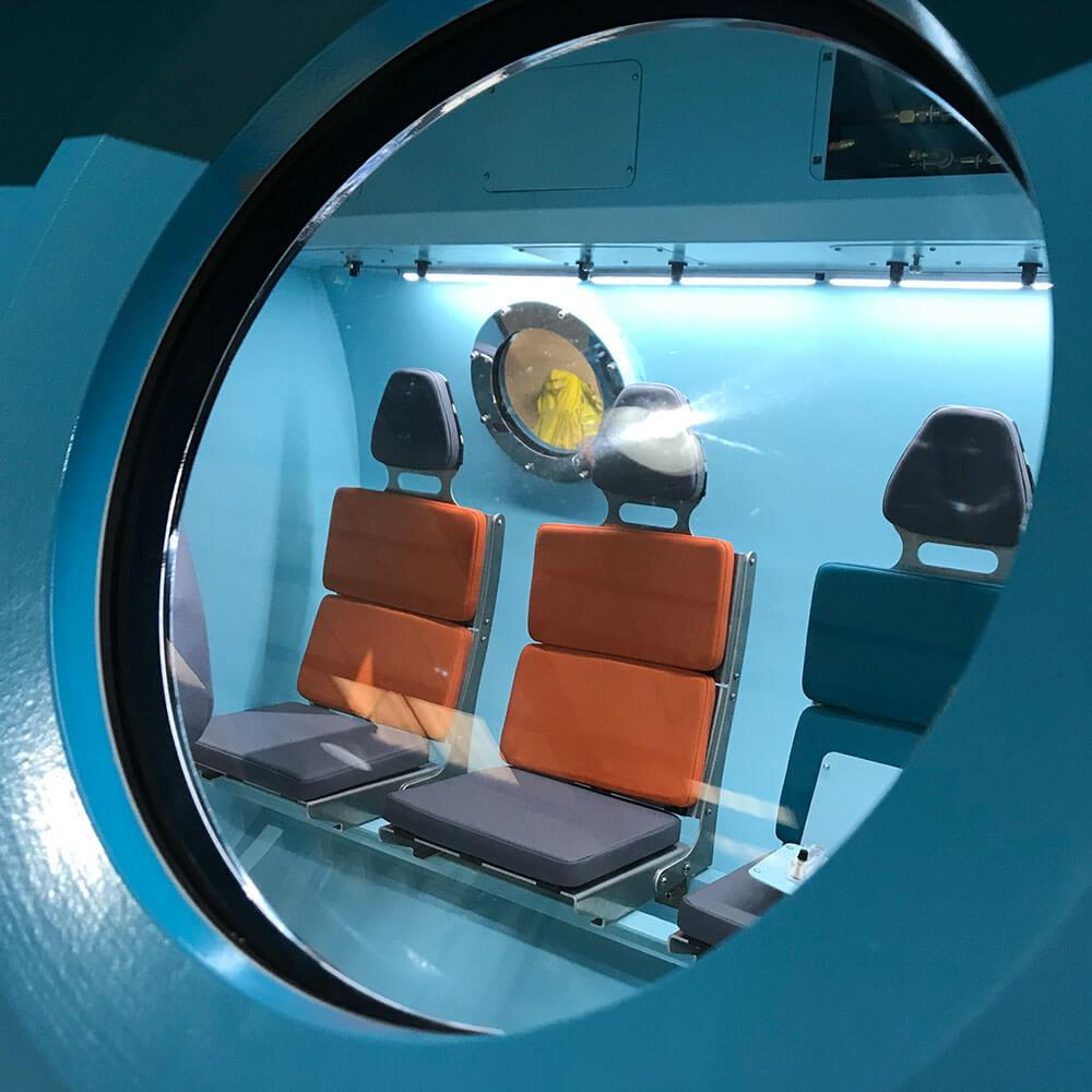 Window of hyperbaric chamber
