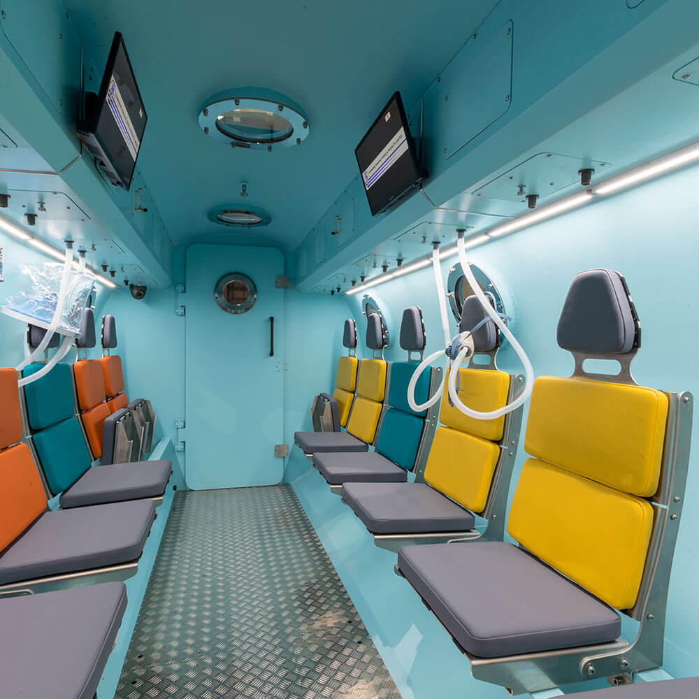seating configuration of hyperbaric chamber