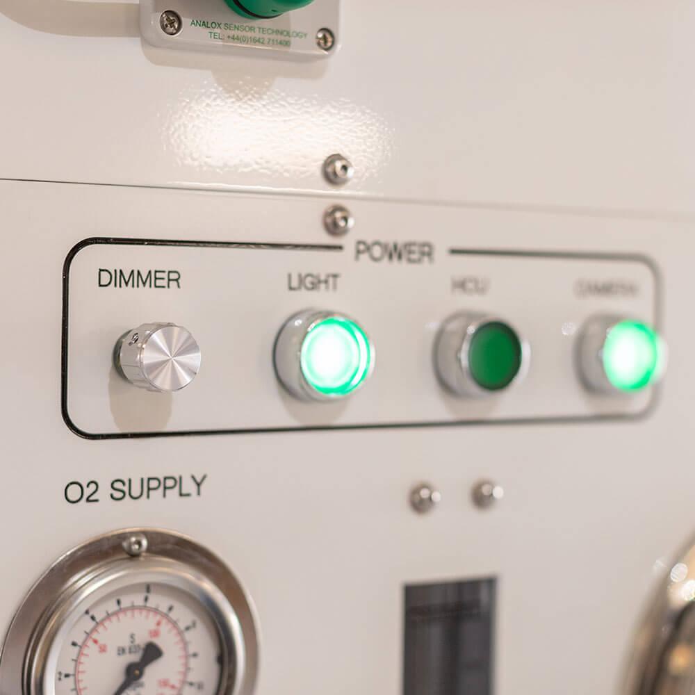 LED indicators of hyperbaric chamber