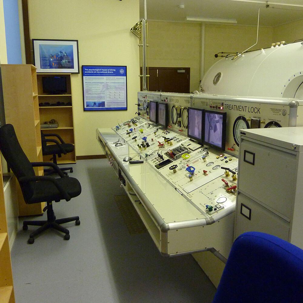 Hyperbaric chamber control desk