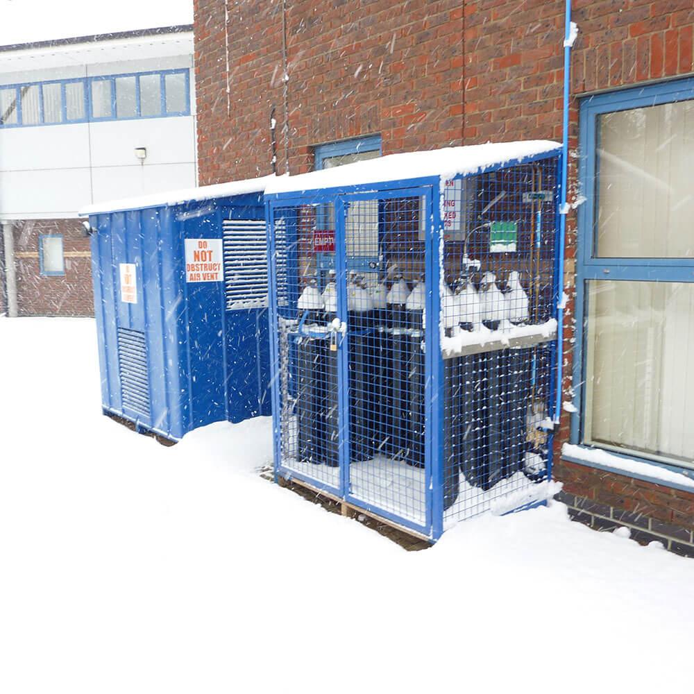 Exterior gas container storage facility