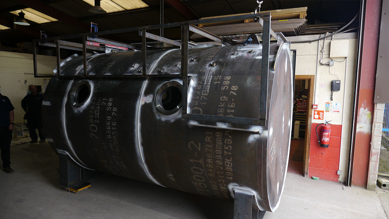 side view of hyperbaric chamber