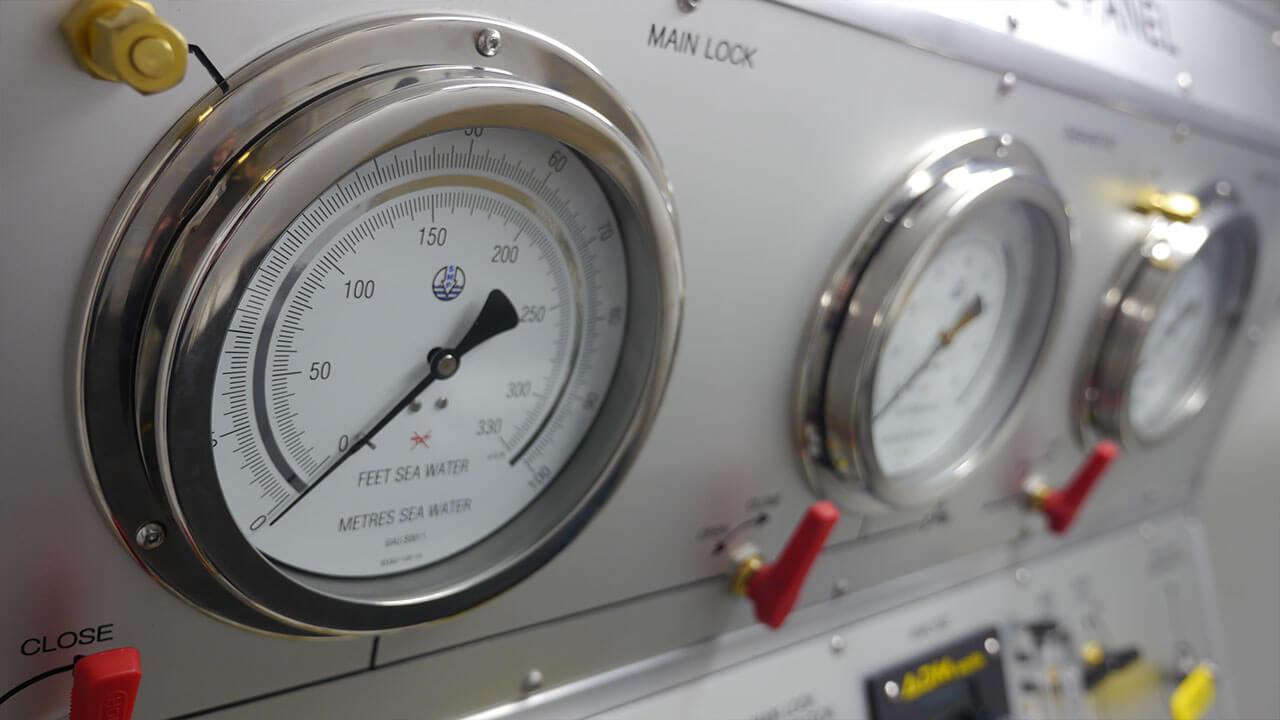 DDC unit pressure gauges