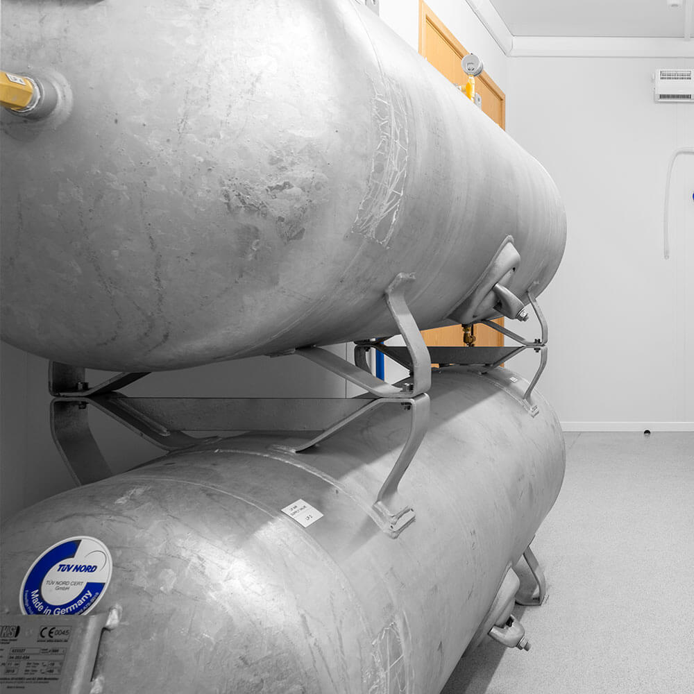 side view of compressed air tanks