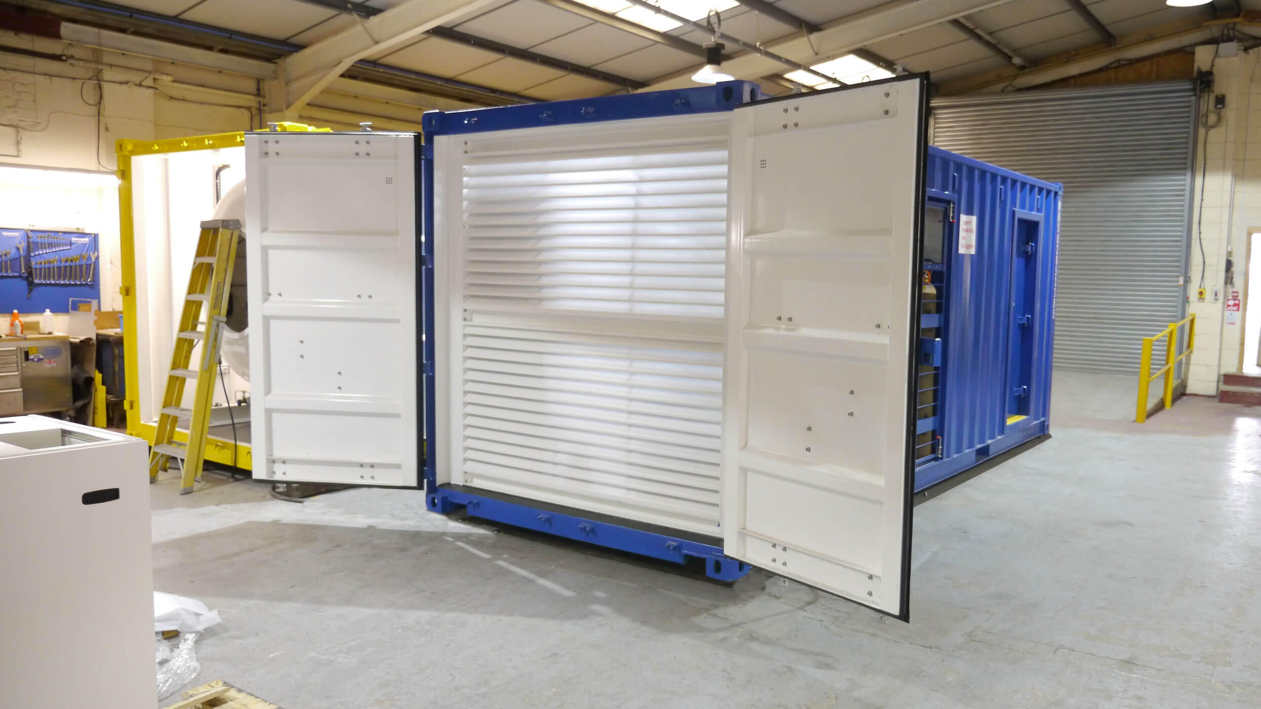 Containerised dive chamber